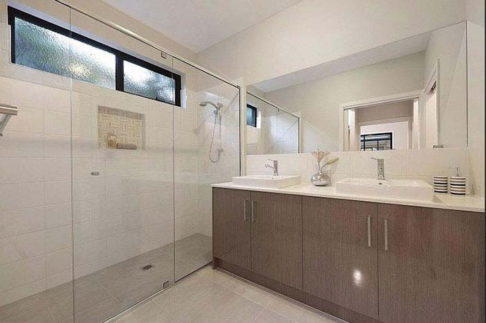 Bentleigh East Main Bathroom